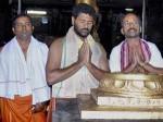 Nayantara Prabhu Deva Visit Guruvayur Temple Aid