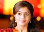 Shamna Kasim To Lead In Chattakkari Remake Aid