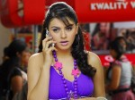 Hansika To Stop Carrying Mobile Phones