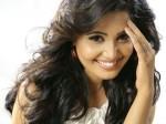Sandra Amy S Lip Lock With Emraan Hashmi