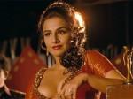 Bollywood Actress Vidya Balan Begumjaan Sexy