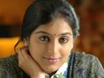 Padmapriya Misbehaves A Girl Who Tried Capture Photo