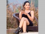 Sunny Leone Can T Caption This Picture Herself Can You Help Her