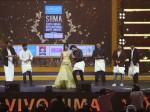Nivin Pauly Ranbir Playing Lungi Dance With Rana Madhavan