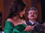 Anil Kapoor Caught Peeping Into Daughter Sonam Kapoor S Phone