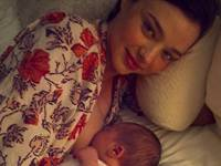 Miranda Kerr breast feeding pic