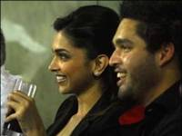 Deepika and Sidhartha exchange kiss publicly