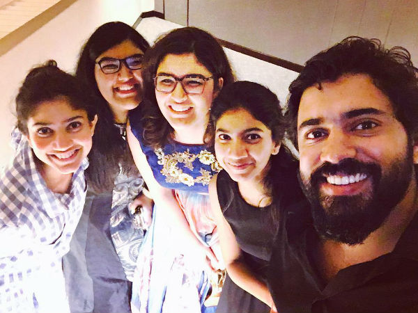 nivin-and-girls
