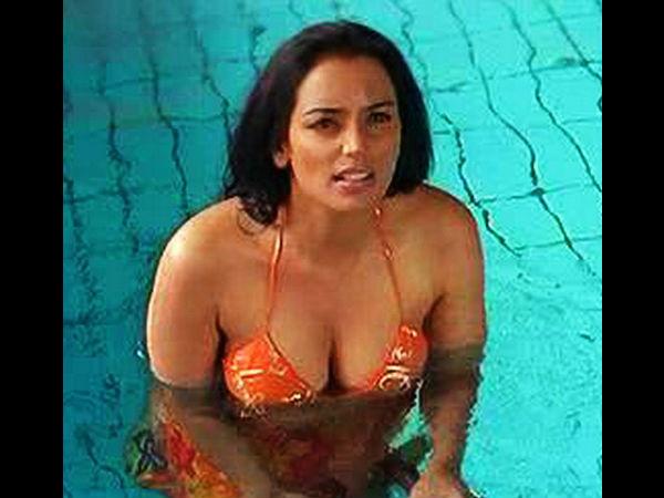 Actress Shraddha Arya Bikini Stills: List Of Malayalam Actress Who Wear Bikini