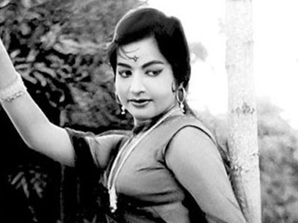 മോഹന്ലാലിന്റെ ഭാര്യാ പിതാവിന്റെ നിര്ദ്ദേശം തള്ളി,സൂപ്പര്സ്റ്റാറിന്റെ നായിക വേഷം ജയലളിത നിരസിച്ചത്