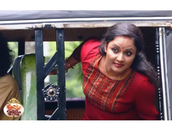 നീലു എപ്പടി പോണാലോ അപ്പടിയെ തിരുമ്പി വന്തിട്ടേന്ന് സൊല്ല്.. മാസ് എന്ട്രിയുമായി നീലു! വീഡിയോ വൈറല്
