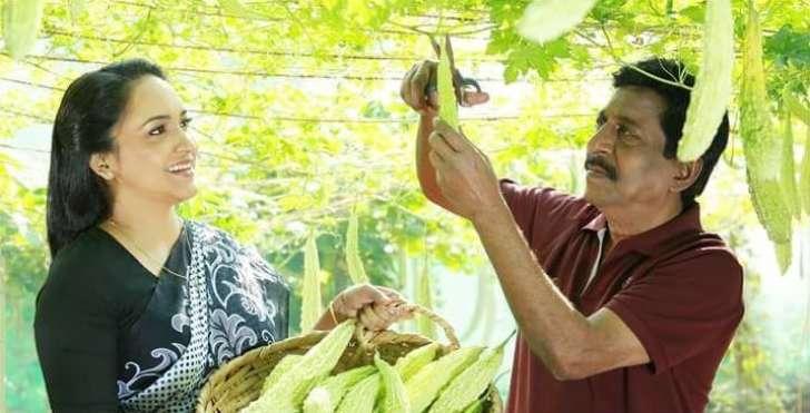 മധുരമായ ചൂരല് പ്രയോഗവുമായി പവിത്രൻ മാഷെത്തി കൂടെ ആനി ടീച്ചറും! പവിയേട്ടന്റെ മധുരച്ചൂരൽ ടീസർ പുറത്ത്
