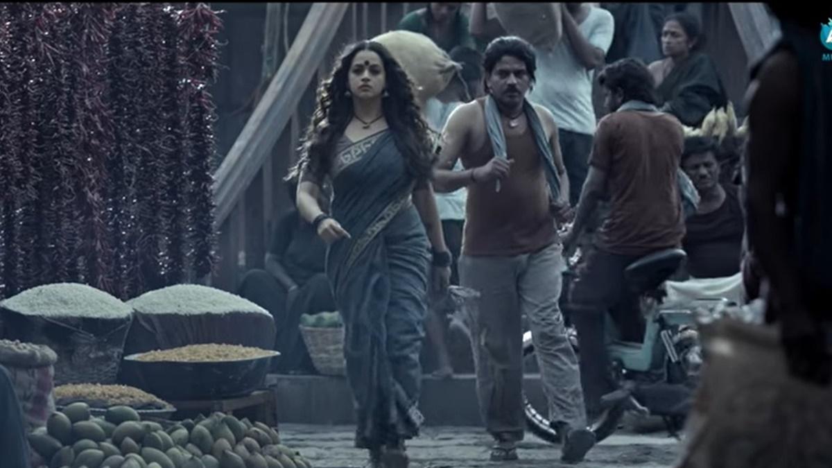 മാസ് ലുക്കില് ബിഗ് ബഡ്ജറ്റ് ചിത്രവുമായി ഭാവന! തരംഗമായി ടീസര്