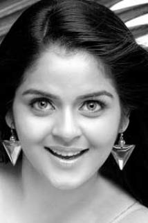 https://malayalam.filmibeat.com/img/2009/08/19-roma.jpg