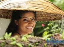 https://malayalam.filmibeat.com/img/2010/04/15-neelathamara.jpg