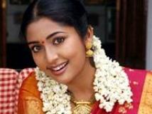 https://malayalam.filmibeat.com/img/2010/07/31-navyanair.jpg