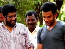 https://malayalam.filmibeat.com/img/2012/04/04-shaji-kailas-prithvi.jpg