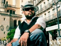 http://malayalam.filmibeat.com/img/2012/05/24-lal-jose-director.jpg