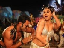 http://malayalam.filmibeat.com/img/2012/10/15-aiyya.jpg