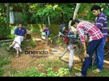 https://malayalam.filmibeat.com/img/2012/10/16-rafeeq-ahmed-big2.jpg
