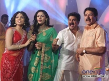 https://malayalam.filmibeat.com/img/2013/01/25-kammath-kammath-big1.jpg