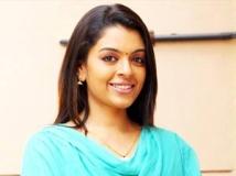 https://malayalam.filmibeat.com/img/2013/03/27-radhika1.jpg