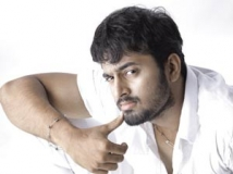 https://malayalam.filmibeat.com/img/2013/04/18-unni-mukudhan.jpg
