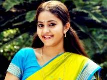 https://malayalam.filmibeat.com/img/2013/08/18-bhama-602.jpg
