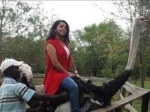 http://malayalam.filmibeat.com/img/2013/10/04-bhamas-ostrich-ride.jpg