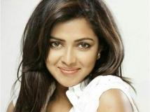 http://malayalam.filmibeat.com/img/2014/01/15-amala-paul.jpg