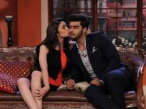 http://malayalam.filmibeat.com/img/2014/04/29-alia-bhatt-kisses-on-arjun-kapoor-on-comedy-nights-with-kapil.jpg