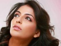 https://malayalam.filmibeat.com/img/2014/05/23-mythili-1.jpg