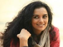 https://malayalam.filmibeat.com/img/2014/08/13-swetha-menon.jpg