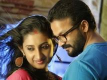 https://malayalam.filmibeat.com/img/2014/11/30-jayasurya-wife.jpg