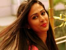 http://malayalam.filmibeat.com/img/2015/03/07-1425699227-aparna-vinod.jpg