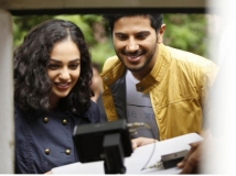 https://malayalam.filmibeat.com/img/2015/03/21-1426916866-100-days-of-love-review-02.jpg