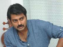 https://malayalam.filmibeat.com/img/2015/04/19-1429433502-narain.jpg