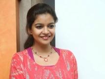 https://malayalam.filmibeat.com/img/2015/04/25-1429955999-swathi.jpg