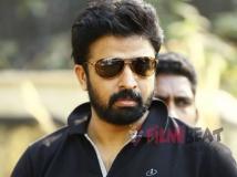 https://malayalam.filmibeat.com/img/2015/06/04-1433406148-aneesh-anwar.jpg