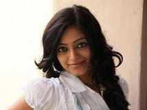 https://malayalam.filmibeat.com/img/2015/06/16-1434453129-janani.jpg