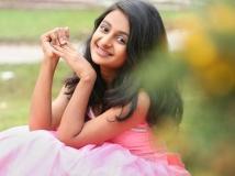 http://malayalam.filmibeat.com/img/2015/10/30-1446180713-esther-anil-11.jpg
