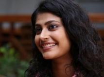 http://malayalam.filmibeat.com/img/2016/09/parvathy-12-1473675963.jpg