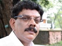 http://malayalam.filmibeat.com/img/2016/11/12-1476259009-priyadarshan-3-29-1480399704.jpg