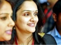 https://malayalam.filmibeat.com/img/2016/12/jomol-vineeth-04-28-1482910549.jpg
