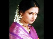 https://malayalam.filmibeat.com/img/2017/03/07-1475826260-mohini-05-23-1490265898.jpg