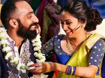 https://malayalam.filmibeat.com/img/2017/04/srinath-gauthami-marriage-03-06-1491469116.jpg