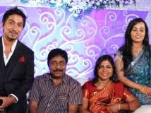 https://malayalam.filmibeat.com/img/2017/11/vineeth-sreenivasan-divya-narayanan-wedding-reception-13509664014-01-1509540013.jpg