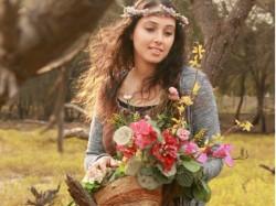Monjanu Neeyen Sajitha Album Actress Isha Farha Ghureshi S Interview