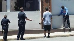 Actor Denzel Washington Helps Police