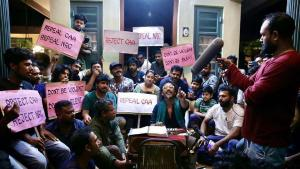 ഹലാല് ലവ് സ്റ്റോറിയുടെ  പാക്കപ്പ് പ്രതിഷേധമാക്കി സക്കറിയ! പോരാട്ട ഗാനമാലപിച്ച് ഷഹബാസ് അമൻ